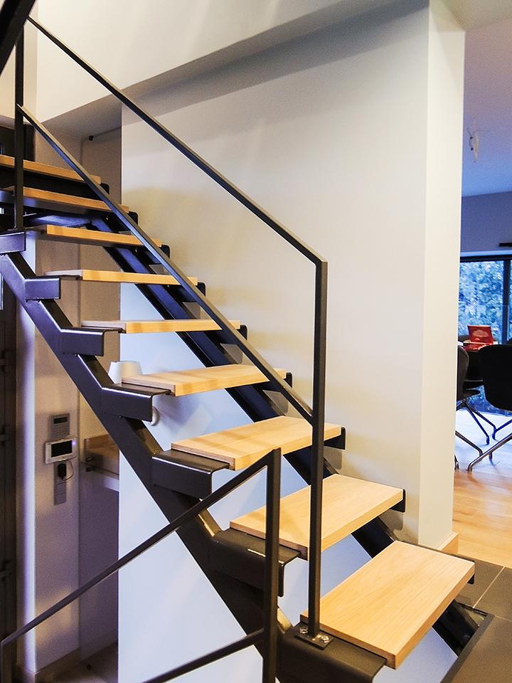 11 schody drewniane NOWOCZESNE