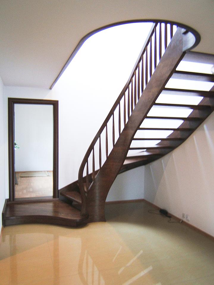 05 schody drewniane GIĘTE SCHODUS