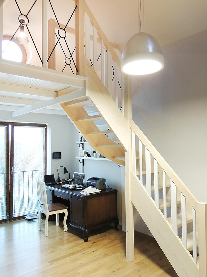 32 schody drewniane WOLNOSTOJĄCE