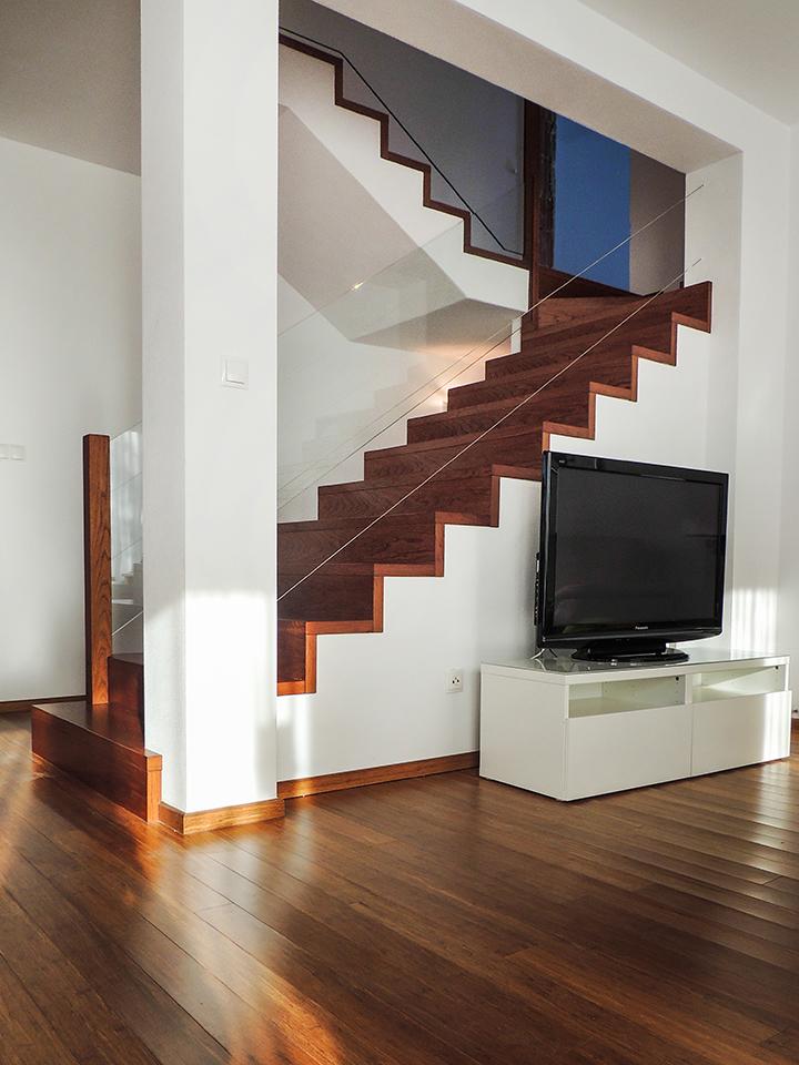 19 schody drewniane NA BETON