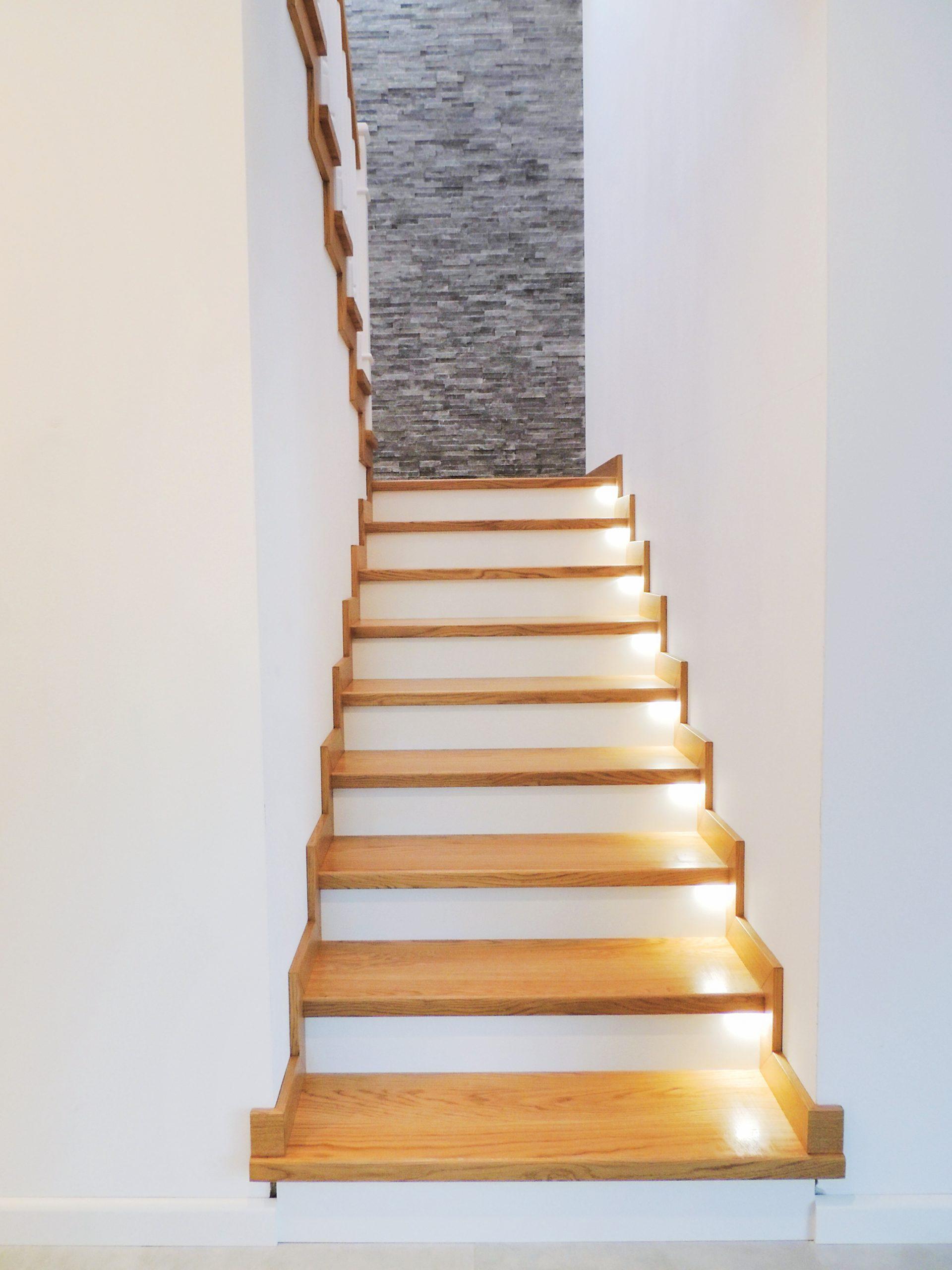 22 schody drewniane NA BETON