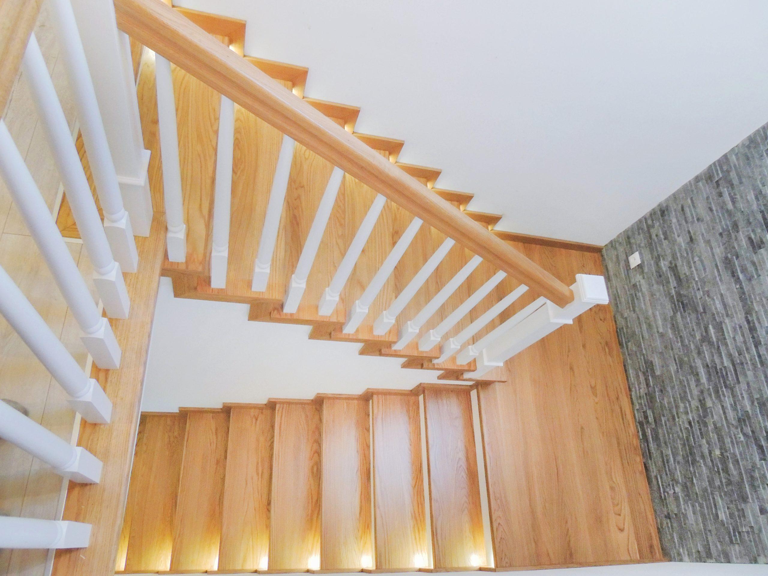 23A schody drewniane NA BETON