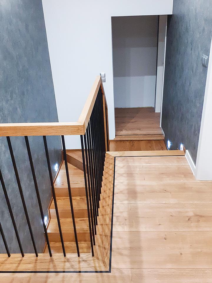 21A schody drewniane NA BETON